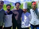 Shamshera: While shooting in Ladhak, Ranbir Kapoor pose with fans