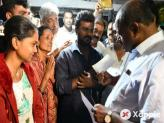 HD Kumaraswamy visits the farmers home who killed self