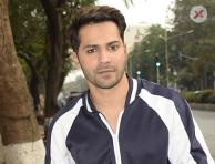 Varun Dhawan spotted at Juhu - Photos