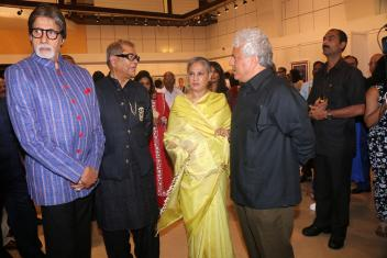 Amitabh Bachchan At Opening Of Dilip De's Art Exhibition