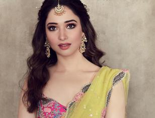 Milky beauty Tamannaah looking beautiful in traditional outfit