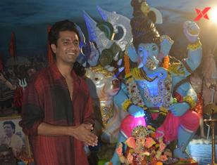 Vicky Kaushal and others take blessings of Ganpati at Tseries office in Andheri