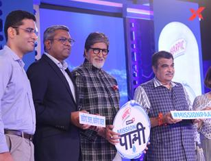Amitabh Bachchan & Nitin Gadkari at the launch of Network 18 Mission Pani