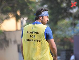 Ranbir Kapoor, Abhishek Bachchan, Karan Deol & other Bollywood actors playing football at Juhu - Photos