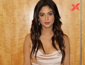 Jr. NTR's fan abuses Bangaram actress Meera Chopra on Twitter; the actress seeks an explanation from NTR about the behavior of his fans