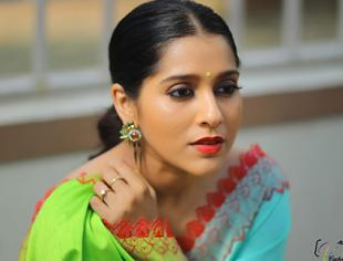 Small screen beauty Rashmi Gautam looks beautiful in her latest photoshoot pictures