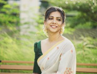 Madonna Sebastian's new pictures in a traditional attire are nothing less than winsome