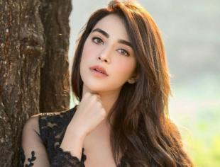 Angela Krislinzki looks sizzling hot in her lates photos