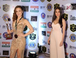 Janhvi Kapoor, Dipika Kakar, Mouni Roy and Celebs at Lions Gold Awards