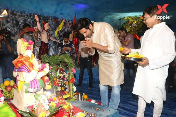 Varun Dhawan, Kartik Aryan and others at Tseries office in Andheri for Ganesh darshan