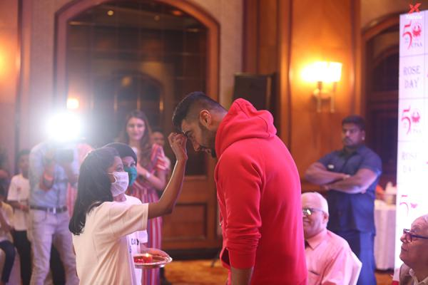 Arjun Kapoor celebrates rose day with cancer patients