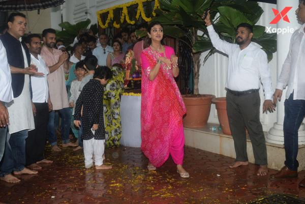 Shilpa Shetty and family Ganpati immersion at Juhu - Photos