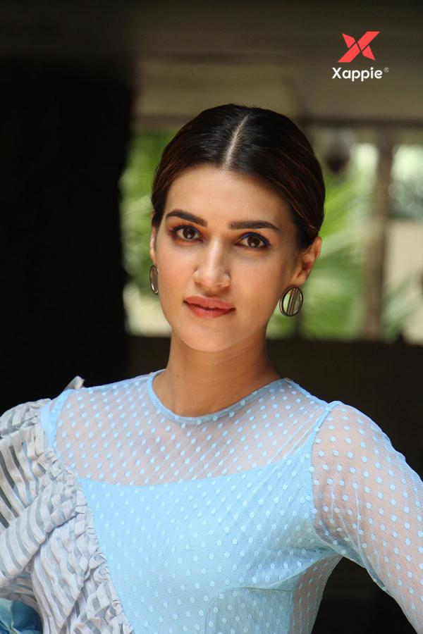 Kriti Sanon latest pictures from the Arjun Patiala movie promotions