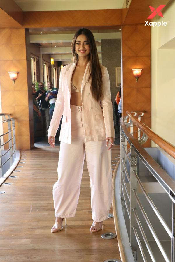 Ileana D'cruz teases fans with her style at Pagalpanti movie promotions - Photos