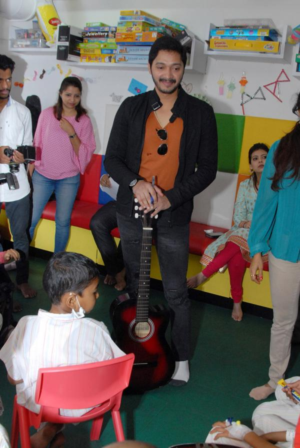 Shreyas Talpade celebrates Valentine's Day with kids At TATA Memorial Hospital