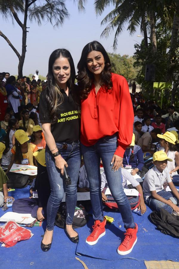 Sushmita Sen Celebrate Republic Day Art Camp With Kids