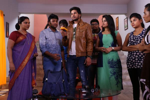 Undha Ledha Movie Working Stills