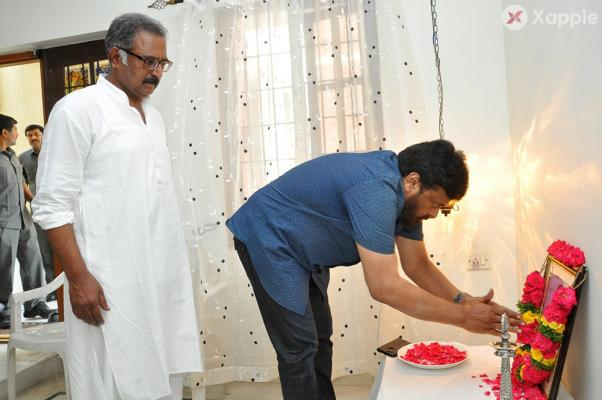Chiranjeevi Pays tribute to Actor Banerjee's Father