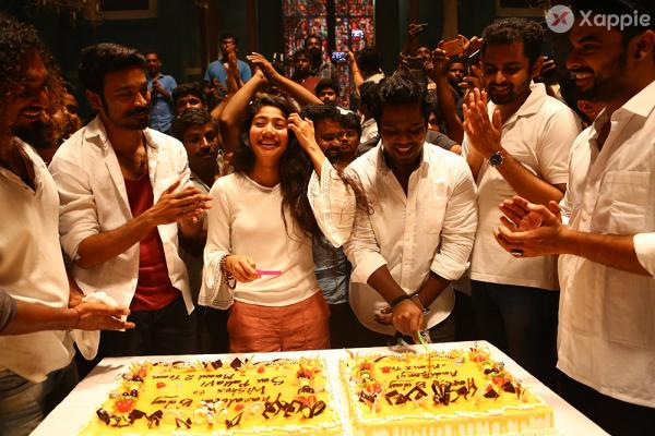 Sai Pallavi and Vinoth Birthday Celebration Pics at Maari 2 Location