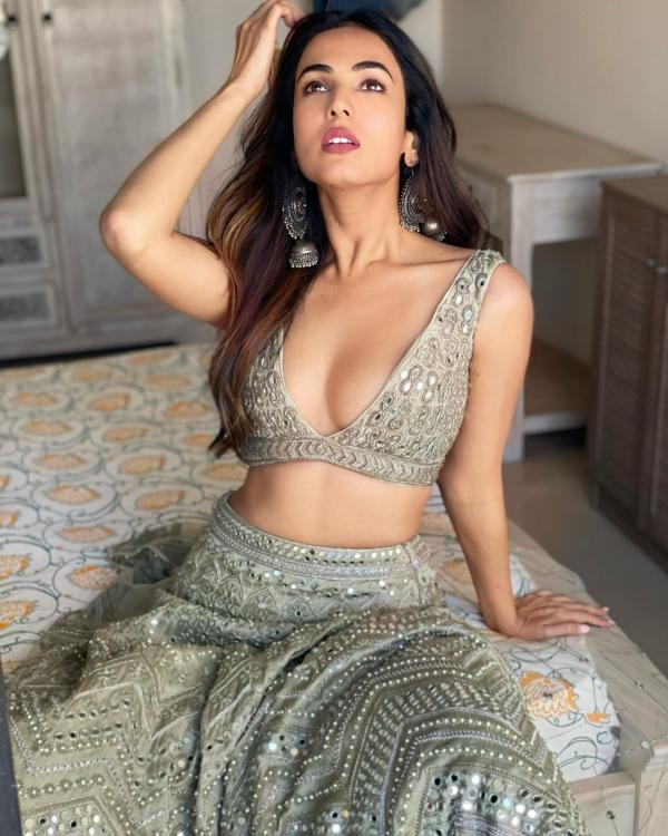 Sonal Chauhan's hot and classic photoshoot pictures