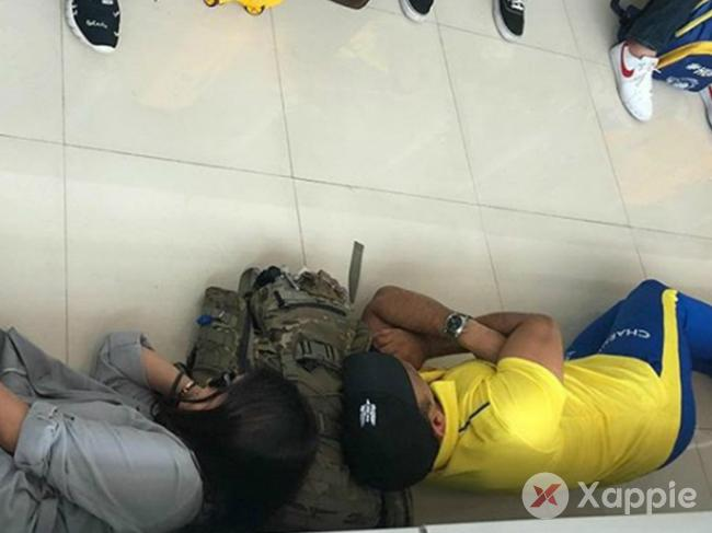 MS Dhoni shares the pic of him napping on the airport floor