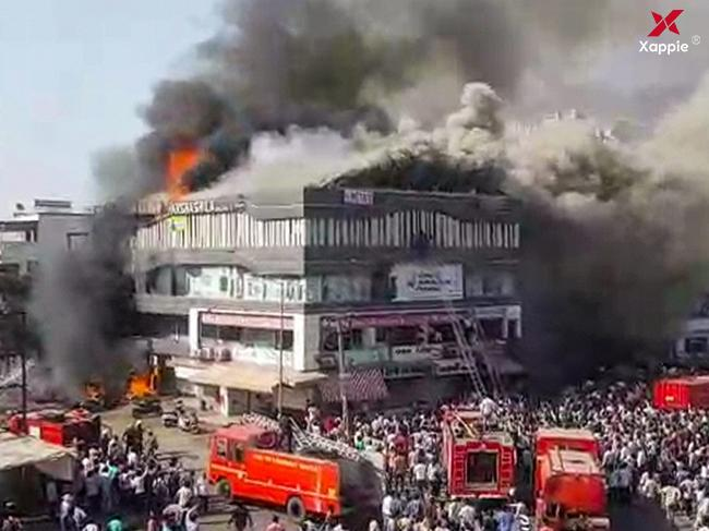 Fire tragedy at Surat, 20 killed as many jump off !