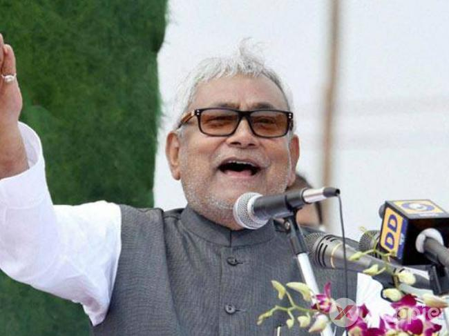 Slipper thrown at Bihar CM