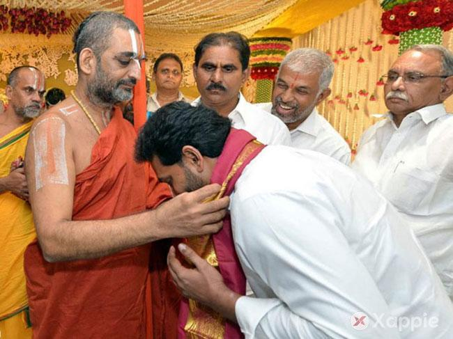 YCP Supremo takes Chinna Jeeyar Swami's blessings!