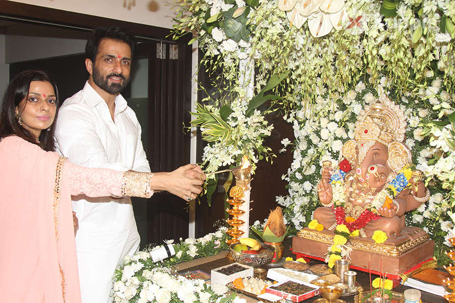 Sonu Sood with his family snapped celebrating Ganesh Festival 2018
