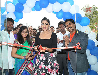 Photos of Actress Eesha Rebba at Grand Launch of Cafe Chef Bakers at Q City Gachibowli