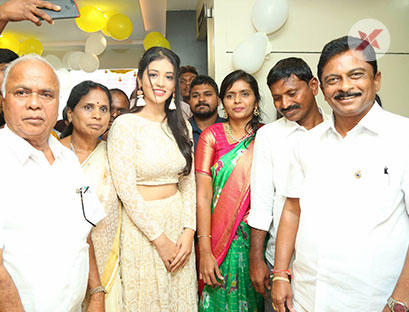 Actress Priyanka Jawalkar Inaugurates Be You Salon at Nalgonda Photos