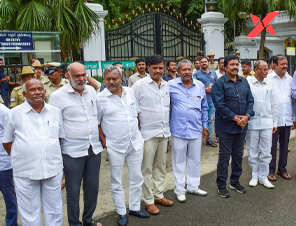 Political crisis in Karnataka: 11 MLAs submits their resignation to the speaker
