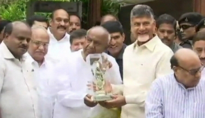Morning Breaking: Naidu meets Deve Gowda, Kumaraswamy in Bengaluru